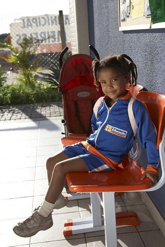 YX4Y4205-criança uniformizada
