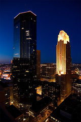 Nite Lites (photo.klick) Tags: sky usa minnesota night skyscraper dark lights twilight downtown cityscape minneapolis photoblog mn jol wellsfargocenter idstower katsingercom