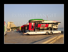 Ten Hydroplanes lined-up mounted on trailler near Sheraton Doha Resort and Convention Hotel in Al Corniche on November 16, 2009 competing for the first Oryx Cup 2009 in Doha Qatar. Photo  ROMMELBANGIT ref#_RTB8538 (ROMMEL BANGIT) Tags: building architecture abra hull watersports marinesports 2009 hydroplane samcole sheratonhotel roostertail boatracing fourseasonhotel hydroplaneracing mikewebster thunderboat grahamtrucking davevillwock formulaboatscom stevedavid ohboyoberto jeantheoret sheratonpark brianperkins jeffbernard natebrown alcorniche dohabay gofastturnleft missmadison qatararchitecture rommelbangit greghopp ourgangracing qatarskyline qatarsports jmichaelkelly sportrace ellstromelamplus qmsf oryxcup2009 oryxcup h1unlimited matrixsystemautomotivefinishes superiorracing misspetersmayracing lelandunlimited kenmuscatel cindyshirley lycomingt55l7turbine jetafuel dohasports dohawaterfront oryxcuphydroplaneracing h1unlimitedoryxcup2009
