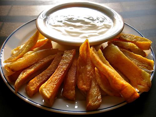 Patates Kızartması ve Sarmısaklı Yoğurt