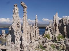 Mono-Lake-auf-der-Yellowstone-Adventure-Tour (Travel Dream West) Tags: yellowstone yosemitenationalpark monolake usaerlebnisreise usabustour traveldreamwest usagruppenreise usaadventure usakleingruppenreise