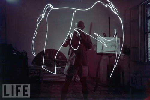 picasso-drawing-with-light-1