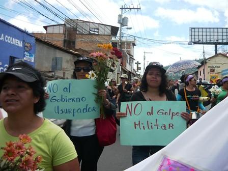 planton frente a Casa de las Naciones Unidas 2 by HablaHonduras.