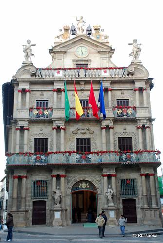 Pamplona - Ayuntamiento por Rufino Lasaosa.