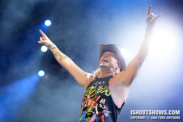Bret Michaels of Poison, living large