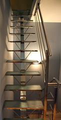 Escalera con peldaos de cristal (Cristaleria Vidreval) Tags: escalera cristal seguridad acero barandilla decoracion inoxidable decorado peldaos barandillas pisable