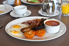bristol full english (lomokev) Tags: food canon tomato bristol eos beans tea plate eggs 5d fryup ramekin fullenglish lockside canoneos5d uploadtoflickr fryedeggs file:name=090809eos5d5221