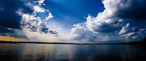 フリー画像| 自然風景| 湖の風景| 雲の風景| 太陽光線|       フリー素材|