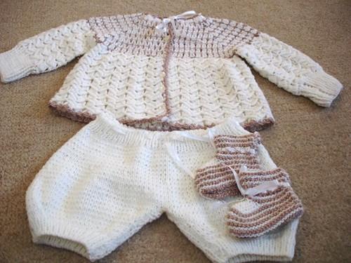 Manos Creativas: Prendas tejidas para el bebé, Cumpleaños