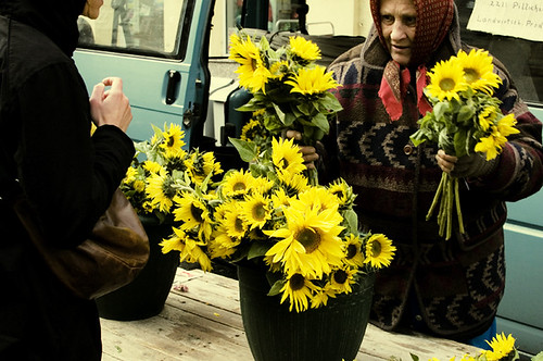Market - sunflower woman