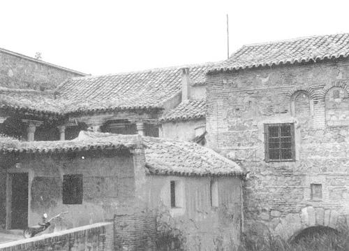Casa del rastrillo junto a la Puerta de Valmardón. Patio desmontado en 1970 por ruina. Foto Porres