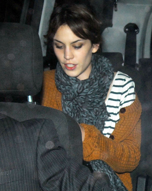 Preppie_-_Alexa_Chung_at_Quo_Vadis_restaurant_in_London_-_September_24_2009_696