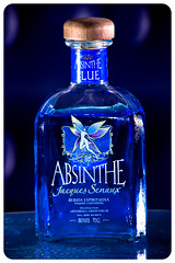 Botella de Absenta (PUAROT) Tags: blue azul photography bottle nikon absinthe fotografia botella absenta puarot