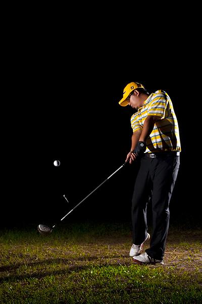 GOYA Strobist: Golfer teeing off, front shot