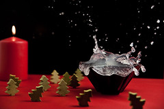 Schwabbel & Splash (dongga BS) Tags: christmas xmas weihnachten advent splash highspeed spritzer 1750mm canoneos50d tamronspaf1750mmf28 frozenmovment
