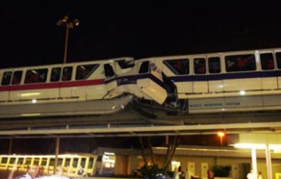 Choque de 2 trenes en Disney