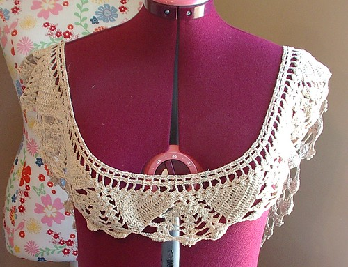 edging doily/ small tablecloth