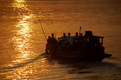 Monywa - Crossing the Chindwin (CortoMaltese_1999) Tags: sunset d50 asia asien burma waters myanmar birma monywa earthasia chindwin