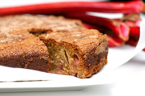 Rhubarb cake - slice