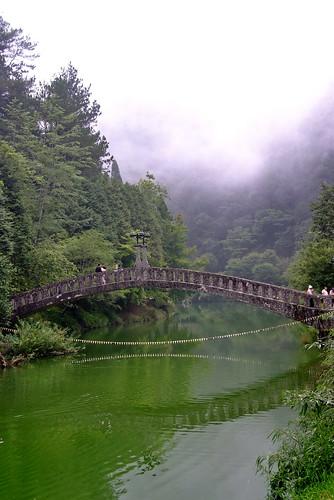 通往飄邈夢境的橋