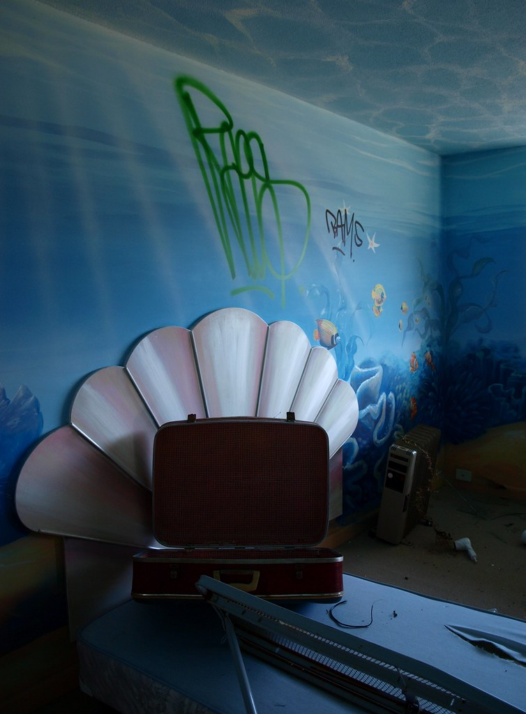 Drowning...... in a tacky 'undersea' theme room