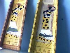 senelalesas... acrilico sobre TELHAS (A cor do acaso) Tags: ceramica cores artesanato jardim decora cor telas acrilico telha africanas senegalesa senegalesas