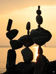 Stonebalancing - Sept 13 (Heiko Brinkmann) Tags: sculpture germany deutschland stones balance bodensee balancing rockbalancing rockbalance langenargen stonebalancing stonebalance steinbalance hickoree