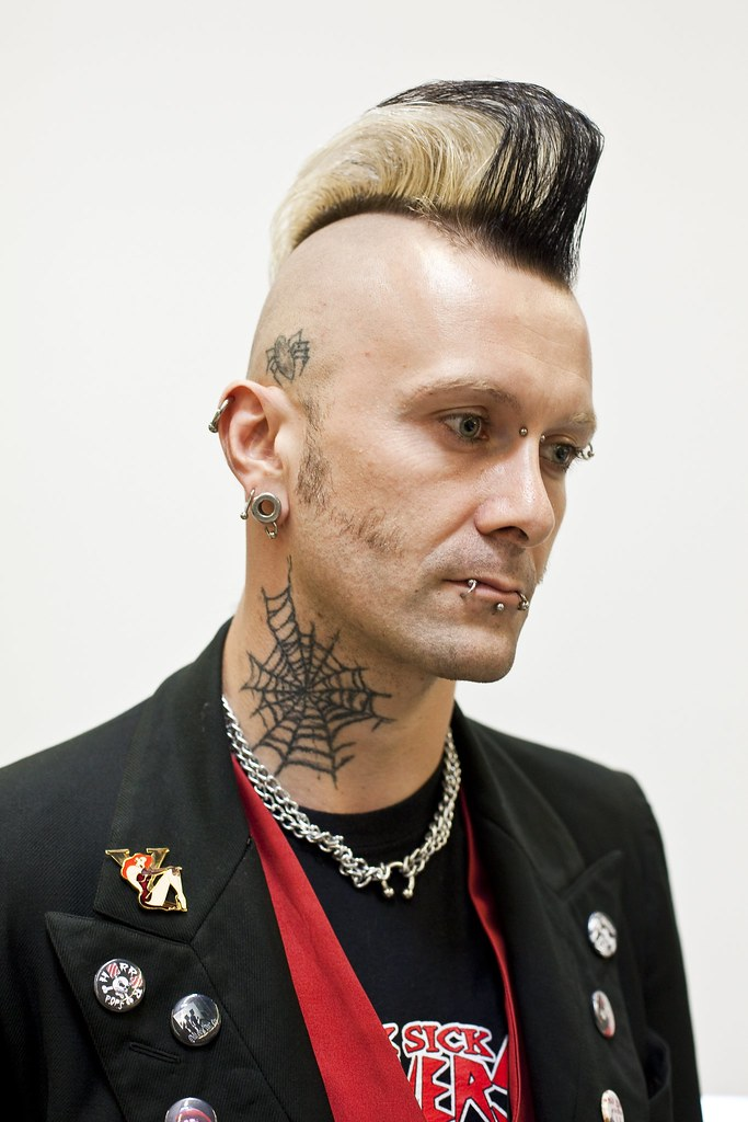 The world 39 s best photos of piercing and web flickr hive mind for Salon piercing paris