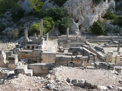 Glanum - Les Antiques - Autels et bassin monumental (Vaxjo) Tags: france saint ruins roman du rhne empire provence 13 romain ruines antiquities glanum antiquits rmy bouches romaines