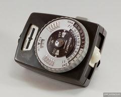 Gossen Sixtomat 2 (Joel Emberson) Tags: camera light vintage exposure gear nikond50 meter lightbox gossen sixtomat joelemberson