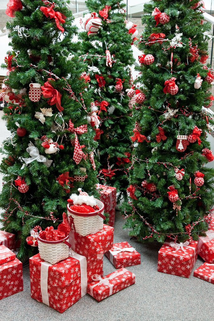 Christmas decorations display - a red & green theme