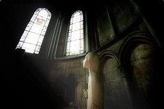 Mirando al cielo (Carles Orfila) Tags: light luz canon eos mark iglesia bretagne ii 5d estatua dios markii 1635 bretaa 1635mm photomatix 1635l 1635ii 5dii