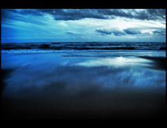 Twilight Beach (Tatan Soy Yo) Tags: ocean sea espaa beach water clouds twilight sand agua huelva sable playa andalucia arena nubes crepusculo crepuscule atlantico
