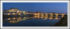 Reflets d'Amboise (@lain G) Tags: pont loire nuit amboise fleuve indreetloire valdeloire valléedelaloire nuitbleue leuropepittoresque