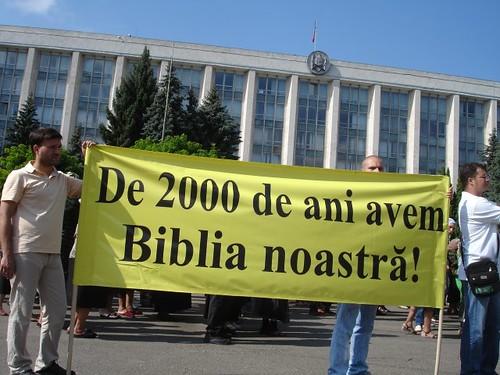 """Protestul Ortodox: plancarda """"De 2000 de ani avem Biblia noastră!"""""""