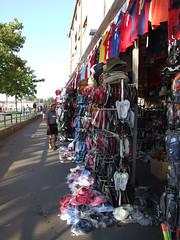 DSCF3526 (Maico Weites) Tags: shop hats july croatia 24 juli tshirts rovigno rovinj 2009 slippers crocks istri istra hoeden toerist kroati istrin