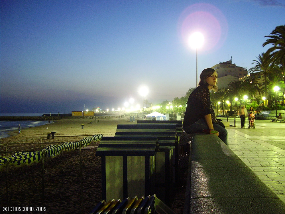 moça no Passeig de la Ribera (á tardinha)