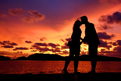Luv in Langkawi Island ; Pelangi Beach - Malaysia (Beto Frota) Tags: sunset pordosol orange holiday love beach nature canon island asia paradise amor natureza great resort malaysia tropical romantic langkawi capture discovery malaysian paraiso ilha breaks pelangi malsia meritus mlaysia romanticnights pelangibeachresort romanticbreaks meritusresort tropicalmalaysianholiday