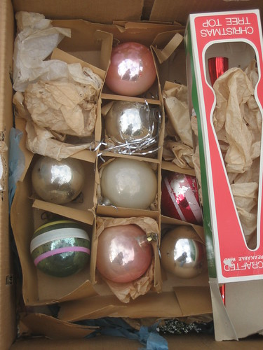 2009November19_ornaments 006