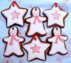 gingerbread men (neviepiecakes) Tags: christmas cookies holidays handpainted biscuits gingerbreadmen