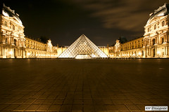 Louvre (rbpdesigner) Tags: light paris france slr art luz museum night canon lights luces europa europe ledefrance museu arte nightshot louvre lumire culture frana muse noturna nocturna noite 5d luci luzes museo francia nuit nocturne cultura luce palaisdulouvre parijs lumires pars nachtaufnahme parigi musedulouvre thelouvre champslyses pirmide louvremuseum pary parys    famousplace llens canoneos5d  pariis museudolouvre internationallandmark 1erarrondissement canonllens museodellouvre parizo 1arrondissement  lentel grandlouvre lapyramideinverse canonef1635mmf28liiusm velhomundo pirmideinvertida greatlouvre velhocontinente palciodolouvre pars