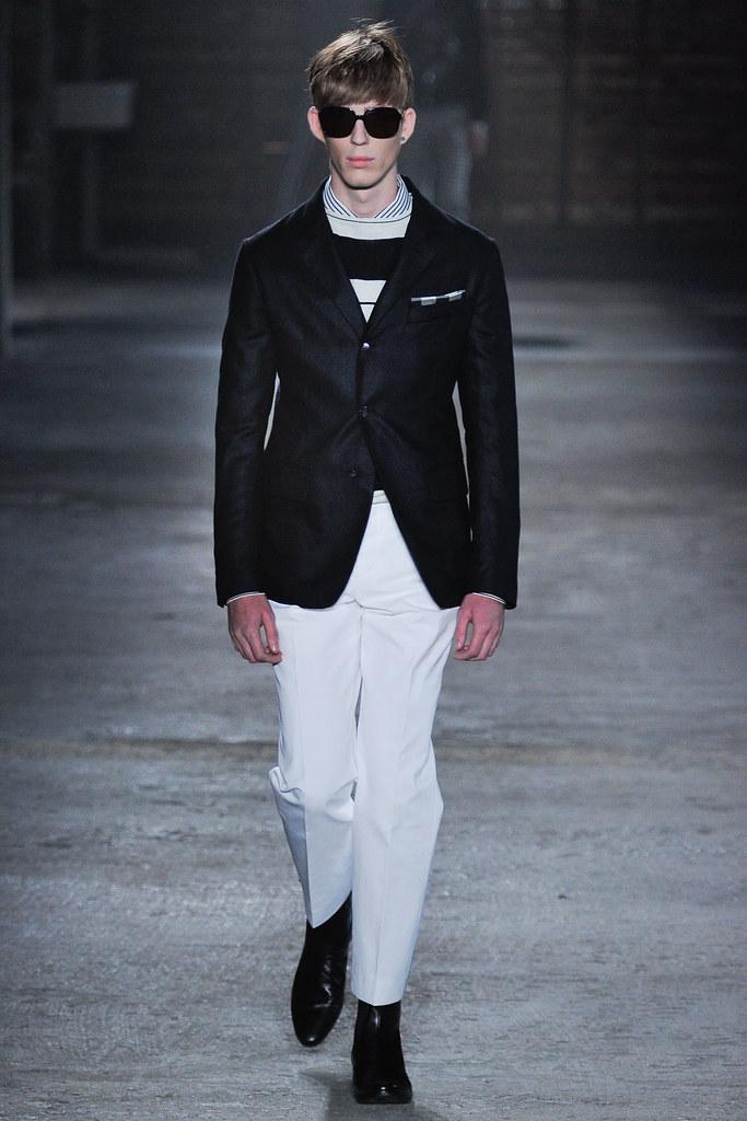 SS12 Milan Alexander McQueen003_Milo Spijkers(VOGUEcom)