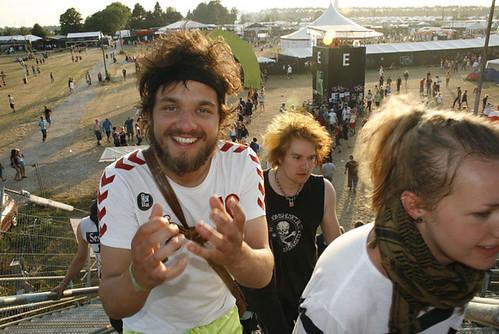 Folk er for nuttede og groteske, når de er på Roskildefestival. Jeg ønsker af de også at sådan, når hverdagen melder sig.