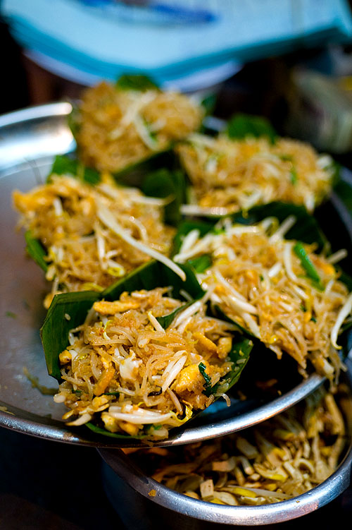 Phat Thai to go, served in banana leaf cups, Phat Tha Ratchawong, Bangkok