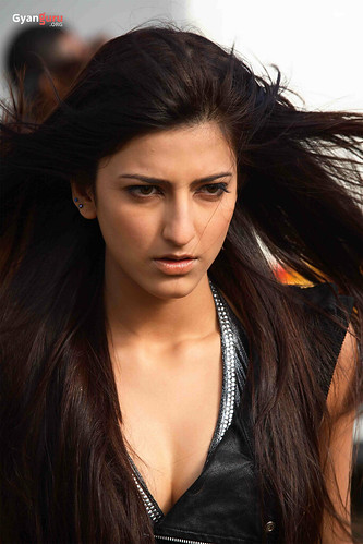 Shruthi Haasan in the Hindi movie Luck - photo