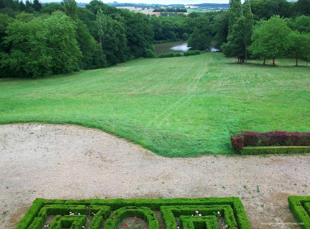 Au bout du jardin à la française, l'étang