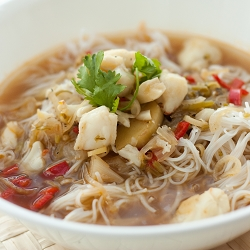 Aromatic Black Pepper & Crab Soup with Bee Hoon
