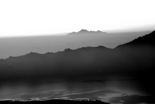 山與Batur湖