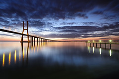 Saturday Rising ... Take 2 (CResende) Tags: bridge sunset portugal sunrise river nikon expo lisboa ponte tejo amanhecer vascodagama cais pontevascodagama d300 pvg sigma1020 photowalker hitechfilters cresende gettyimagesspainq1