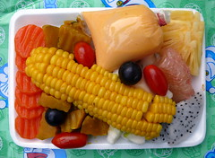 Fruit and vegetable salad & carrot sauce   סלט מעורב עם רוטב גזר, פיוז'ן תאי-מערבי